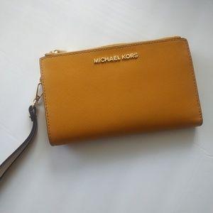🍍{Michael Kors } small wristlet wallet clutch